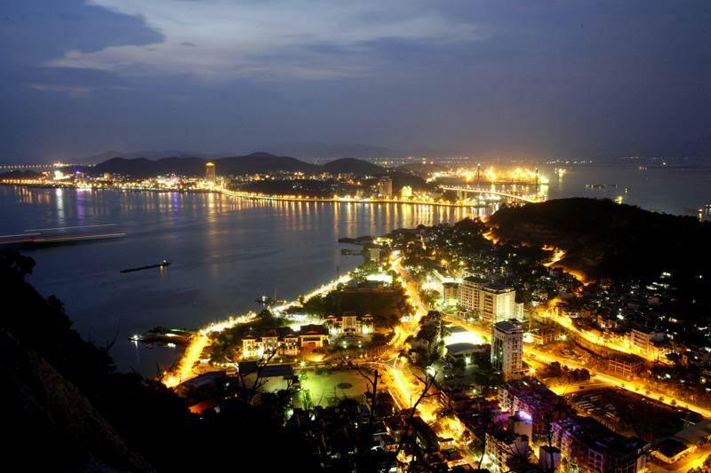 La Baie d'Halong au Vietnam : un guide pour votre visite