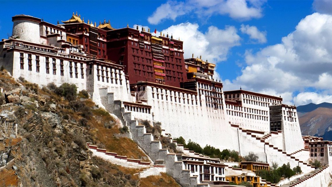 Exploration de l'intérieur du palais du Potala à Lhassa, Tibet.